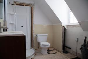 IWMH1011 - Bathroom Before - 1